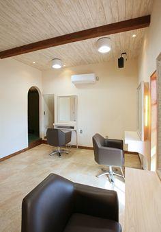 Beauty salon interior design ideas | + hair + space + decor + designs + Tokyo + Japan | Follow us on https://www.facebook.com/TracksGroup   <<<【Hair Emu セットエリア】見通しの良い広々とした店内。 美容室 内装