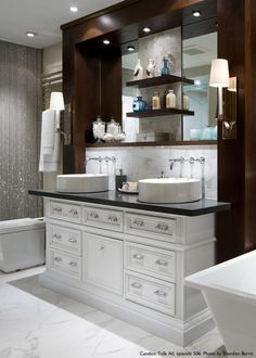 Charmant A Beautiful Vanity Featuring Atlasu0027 Crystal Pulls.