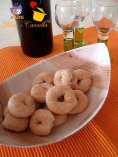 Biscotti al vino bianco Italian Cookies, Italian Desserts, Italian Recipes, Sweet Cookies, Soft Pretzels, Food Lists, Fett, Bagel, Finger Foods