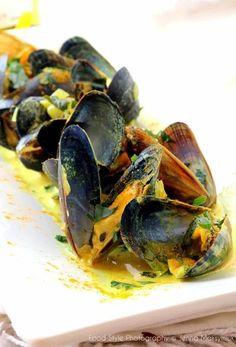 Recipe for Mussels with Curry Cream and Coriander - Herve Knightley Prawn Recipes, Tea Recipes, Seafood Recipes, Indian Food Recipes, Ethnic Recipes, Mussel Recipes, Best Lasagna Recipe, Masala Tea, Chai Recipe