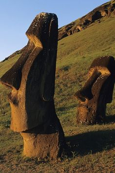 Chile, Moai, monolithic statues,