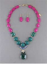 GREEN TEAL AND FUSCHIA FACET LUCITE BEAD GLASS FACTED DROP PENDANT NECKLACE SET