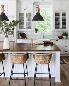 Modern farmhouse kitchen white kitchen island rattan bar stools farmhouse bar Effective pictures we are about home decor scandinavian to offer A quali Modern Farmhouse Kitchens, Farmhouse Kitchen Decor, Home Decor Kitchen, New Kitchen, Home Kitchens, Kitchen Wood, Farmhouse Style, Kitchen Interior, Kitchen Modern