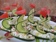 Viking party/baby shower food idea: cucumber (or pickle) ship hors d'oeuvres! Food Design, Design Ideas, Cute Food, Good Food, Awesome Food, Vegetable Carving, Food Carving, Food Garnishes, Garnishing