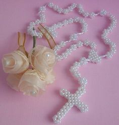 Bead Crafts, Jewelry Crafts, Diy And Crafts, Bead Jewellery, Beaded Jewelry, Safety Pin Crafts, Beaded Cross, Baby Keepsake, Kirchen