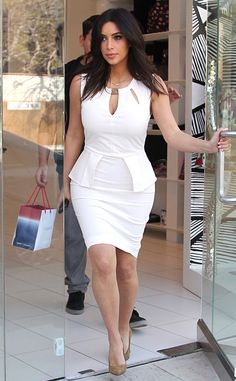 Kim Kardashian Flaunts Killer Curves in White-Hot Dress - Kim Kardashian Style Kim Kardashian White Dress, Look Kim Kardashian, Kardashian Family, Kardashian Kollection, Kardashian Jenner, Hot Dress, Peplum Dress, Estilo Vanessa Hudgens, Kim K Style