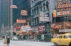PHOTO – CHICAGO – CLARK THEATER – 11 N CLARK – HOTEL PLANTERS – WIMPY'S – 1960 – EDITED FROM A STEVE LEWANDOWSKI IMAGE | CHUCKMAN'S PHOTOS ON WORDPRESS: CHICAGO NOSTALGIA AND MEMORABILIA Vintage Movie Theater, Vintage Movies, Chicago Pictures, Theater Chicago, Wimpy, American Soldiers, Street Photo, Old Movies, Lewandowski