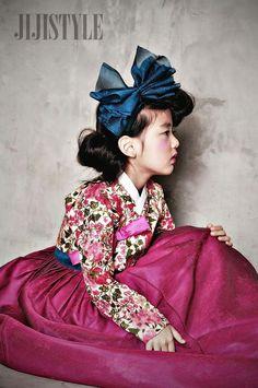Korean Fashion – How to Dress up Korean Style – Designer Fashion Tips Korean Traditional Dress, Traditional Fashion, Traditional Dresses, Korean Fashion Trends, Korea Fashion, Asian Fashion, Korean Dress, Korean Outfits, Modern Hanbok