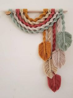 Macrame Design, Macrame Art, Macrame Projects, Macrame Knots, Crochet Projects, Crochet Dreamcatcher, Macrame Wall Hanging Patterns, Macrame Wall Hangings, Tapestry Wall Hanging
