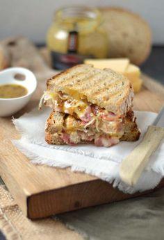 Eef Kookt Zo - Sauerkraut with toast (winter toast) - RECIPE - Diner Recipes, Dutch Recipes, Breakfast Recipes, Great Recipes, Breakfast Ideas, Tapas, Good Food, Yummy Food, 30 Minute Meals