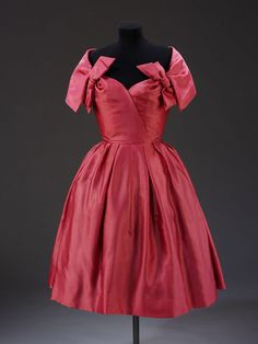 1957, England - Evening dress by Marc Bohan for Dior London - Satin organza, net and horsehair stiffening