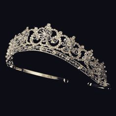 This floral tiara is the perfect addition to your classic or modern wedding. The piece is silver plated and features a stunning pattern of Swarovski crystals and clear rhinestones. The ornamented port