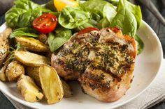 Côtelettes de porc à la mijoteuse avec sauce crémeuse aux herbes - Recettes - Recettes simples et géniales! - Ma Fourchette - Délicieuses recettes de cuisine, astuces culinaires et plus encore!