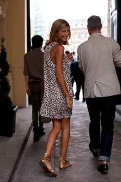 easy breezy style: print shift dress + metallic sandals