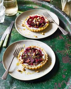 Feeding vegetarians at your next dinner party? These individual beetroot and goat's cheese tarts are sure to impress and delight. Beetroot Carpaccio, A Food, Food And Drink, Vegetarian Main Course, Dinner Party Recipes, Dinner Parties, Cheese Tarts, Savory Tart, Tart Recipes