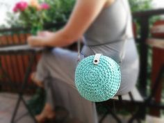 Turquoise bag for the summer, trending bag for the perfect dress. Yarn Bag, Summer Trends, My Bags, Real Leather, To My Daughter, Crochet Earrings, Turquoise, Sea, Party