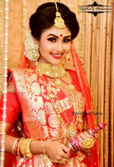 Fulfill a Wedding Tradition with Estate Bridal Jewelry Indian Wedding Bride, Bengali Wedding, Bengali Bridal Makeup, Indian Bridal Lehenga, Bridal Makeup Pictures, Bengali Bride, Bengali Saree, Best Bride, Beautiful Bollywood Actress