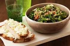 The perfect vegetarian lunch of kale and mint tabouli, served with ricotta, fetta cheese toasts. Raw Food Recipes, Cooking Recipes, Healthy Recipes, Tabouli Recipe, Mint Sauce, Cheese Toast, Vegetarian Lunch, How To Make Salad, Fresh Mint