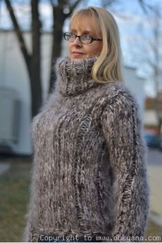 Thick Sweaters, Hand Knitted Sweaters, Mohair Sweater, Sweaters For Women, Women's Sweaters, Fuzzy Pullover, Pattern Mixing, Sweater Outfits, Hand Knitting