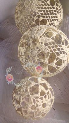 Średnica - kolejno od góry: 14 cm, 12, cm i 8cm najmniejsza :) , kordonek bawełniany  #szydełkowekule #handmade #crochetlace #Christmasdecor #cottonballs #lace Christmas Globes, Christmas Bells, Christmas Baubles, Christmas Art, Handmade Christmas, Crochet Ornaments, Crochet Snowflakes, Decor Crafts, Christmas Crafts