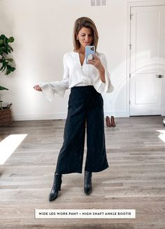 Dec 2019 - Talking about how to wear ankle boots and giving you oodles of outfit inspiration from wearing ankle booties with leggings to cuffed jeans and more! Best Ankle Boots, Ankle Boots With Jeans, How To Wear Ankle Boots, Ankle Boots Dress, Booties Outfit, Dress With Boots, Cuffed Jeans, Ankle Booties, Ankle Boot Outfits