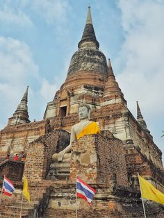 80 km north and an hour's drive from the city center in Bangkok lies the ancient remains of Ayutthaya, once the most prosperous city in A. Travelogue, Bangkok, City