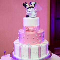 It's safe to say this Aulani, A Disney Resort & Spa, wedding cake is pretty in pink!