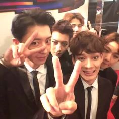 Ways to enjoy 2014 MAMA. 360 Style Video #2014MAMA #KanS #MAMAredcarpet is it just me or they put all the dorks together??  click