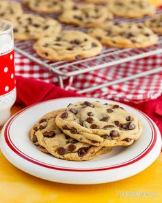 With a few easy tips, the classic Nestle Toll House Cookie recipe goes from good to great! Your friends and family will all want your making cookie secrets! Nestle Chocolate Chip Cookies, Homemade Chocolate Chip Cookies, Chocolate Chip Oatmeal, Chocolate Recipes, Making Chocolate, Chocolate Cake, Tollhouse Cookie Recipe, Chip Cookie Recipe, Cookie Recipes