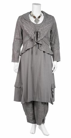 Lagenlook outfit at Navabi website.  Love it all, but the Jersey dress with the flounced hem has my name on it.