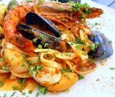 Esta receta de tallarines a la marinera es exquisita y la podemos hacer casi sin darnos cuenta... Además las recetas de pasta con marisco siempre triunfan en la mesa