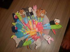 Traktatie voor mijn zoontje zijn verjaardag op de kinderopvang. Kwark stick met vingerpoppetjes van de ikea.