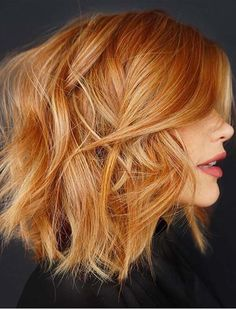 Messy Layered Lob ❤️ A choppy bob haircut is the needed answer to all thick and thin questions! The advantages of this bob are countless, so if you're looking for styling changes, you've come to the right place. Anything from short layered cuts and medium Red Copper Hair Color, Short Copper Hair, Light Copper Hair, Copper Blonde, Long Red Hair, Color Red, Shades Of Red Hair, Bobs For Thin Hair, Thick Hair
