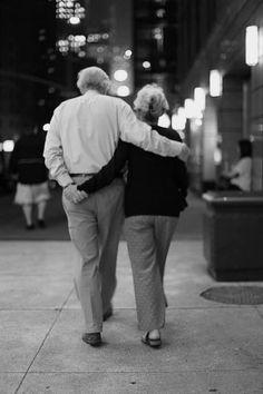 Forever shared by ♪ ֆօռɢɮɨʀɖ ♪ on We Heart It – photographs – couple Couples Âgés, Cute Old Couples, Older Couples, Cute Couples Goals, Couples In Love, Old Love, Real Love, Old Couple In Love, White Couple