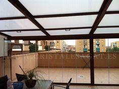 Cortina de cristal con techo movil. Cristales Agat. Mejor calidad con un precio razonable. Produccion 100% español. Llama nos 966 28 28 13. info@cristalesagat.es. http://www.cristalesagat.es