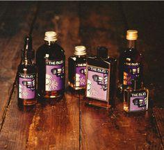 The Bug - Een protest parfum, een geurprotest tegen de moderne tijd waarin iedereen alles van elkaar weet en geen geheim meer veilig lijkt te zijn! Met sandalhoutolie, zwarte peper, elemi en labdanum hars. Kruidig en ongewoon, tonka verzacht de scherpe kantjes.