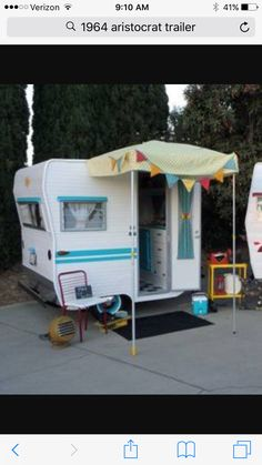 Vintage 1961 Lil Loafer trailer only 6 ft long Retro Caravan, Tiny Trailers, Vintage Campers Trailers, Retro Campers, Vintage Caravans, Camper Trailers, Camper Caravan, Airstream, Used Camping Trailers