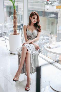 Picture of Park Jung Yoon Estilo Retro, Asia Girl, Korean Model, Beautiful Asian Women, Sexy Legs, Girl Pictures, Asian Woman, Beauty Women, Asian Beauty