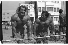 Arnold Schwarzenegger the third Mr Olympia from 1980 and Franco Columbu the fourth Mr Olympia lightweight and overall 1976 and Mr Olympia, Abdominal Infra, Arnold Schwarzenegger Bodybuilding, My Best Friend, Best Friends, Body Builder, Joe Weider, Pumping Iron, Big Muscles