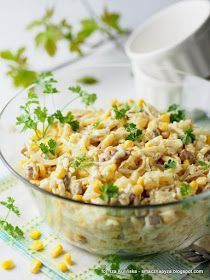 salatki, salatka warzywno owocowa, z serem, kurczak, ananas, seler konserwowy, wielkanoc, ulubiona salatka, cos pysznego, wielkanocny stol, wielkanocne menu, jaka salatka na wielkanoc, menu swiateczne, swieta, jak zrobic salatke Healthy Dinner Recipes, Vegan Recipes, Good Food, Yummy Food, Appetisers, Fried Rice, Macaroni And Cheese, Food And Drink, Favorite Recipes