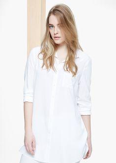 Lange soft blouse met een opgestikte borstzak Overhemdkraag, knoopsluiting aan de voorkant, lange mouwen en manchetten met knopen