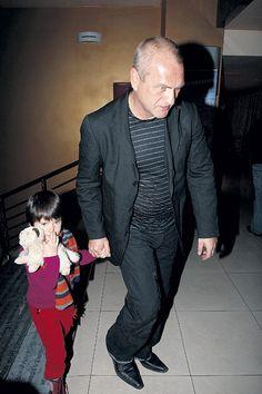 Известный российский актер Александр Балуев официально стал холостяком. Как оказалось, мужчина развелся со своей супругой Марией еще в прошлом году, но известно об этом стало тольк