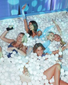 w Josie Canseco, Isabella Jones, Charlotte Lawrence, and Michaela Watson Madison Beer Instagram, Beer For Hair, Maddison Beer, Madison Beer Outfits, Birthday Girl Pictures, Best Friend Photography, Beer Store, Buy Beer, Happy 21st Birthday