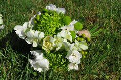 white roses, green spider mums Spider Mums, White Roses, Floral Wreath, Bouquet, Wreaths, Green, Decor, Flower Crowns, Door Wreaths
