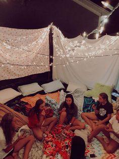 Sleepover Room, Fun Sleepover Ideas, Sleepover Activities, Summer Activities, Family Activities, Cute Friend Pictures, Best Friend Pictures, Friend Pics, Soirée Pyjama Party