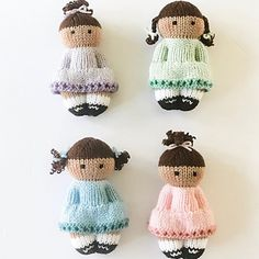 Ravelry: Sweet & Simple Girls pattern by Esther Braithwaite This pattern includes instructions for BOTH flat knitting on straight needles and knitting in the round on dpns. A photo tutorial for finishing the dolls is also included. Knitted Doll Patterns, Knitted Dolls, Crochet Toys, Knitting Patterns, Crochet Patterns, Crochet Birds, Crochet Bear, Knitting For Charity, Double Knitting