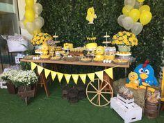 Festas Personalizadas em Brasília: Pintinho Amarelinho Prince Birthday Party, Birthday Parties, Ideas Para Fiestas, Baby Party, Baby Shower Themes, First Birthdays, Party Themes, Picnic, Table Decorations