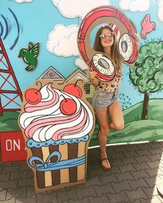 Фотозона из картона Balloon Backdrop, Banner Backdrop, Candy Land Theme, Birthday Party Design, Photo Zone, Pop Up Market, Fun Party Themes, Paper Mache Sculpture, Expressive Art