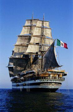 F&O Fabforgottennobility — Amerigo Vespucci Poder Naval, Ship Figurehead, Old Sailing Ships, Wooden Ship, Pirate Life, Tug Boats, Yacht Design, Navy Ships, Ship Art