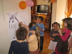 "Jeux de la queue de l'âne. Dessiner un grand âne vu de derrière, l'accrocher au mur. Faire ""queue"" à accrocher avec de la patte à fix. Les enfant doivent coller la queue au bon endroit les yeux bandés ! Faire une croix avec le nom du joueur sur chaque essai. Super succès chez les joueurs et spectateurs. Crafts For Kids, Birthday, Party, Inspiration, Kids Part, Bricolage, Crafts For Children, Biblical Inspiration, Birthdays"